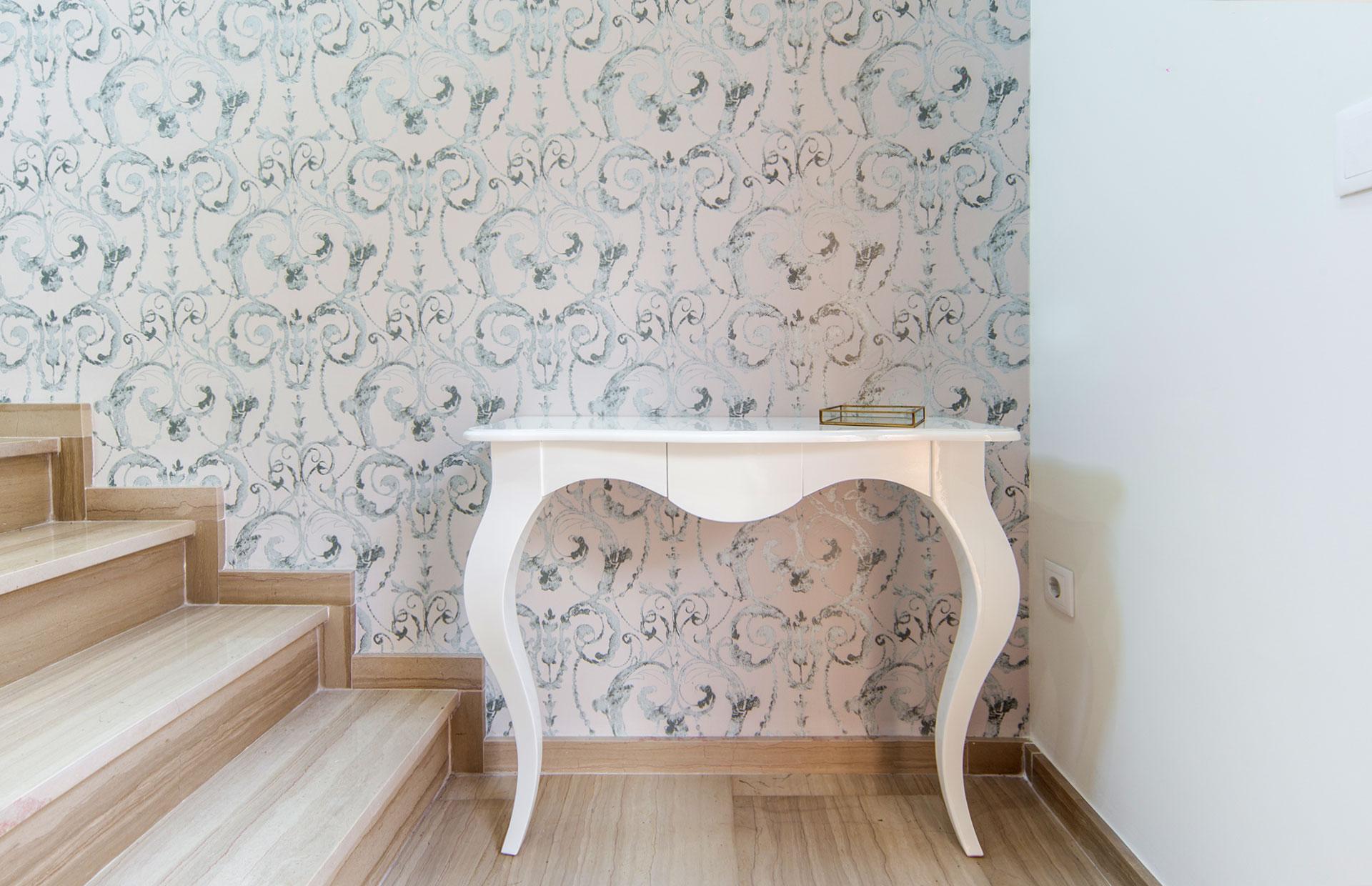 Mueble recibidor lacado